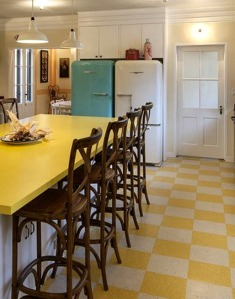 Drew-Barrymores-house-yellow-kitchen