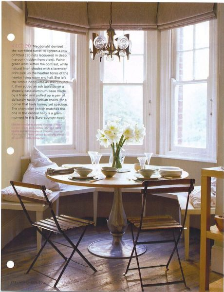 dining room table round in bay