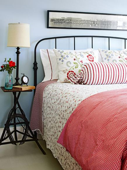 Farmhouse style vacation home redbird for Farmhouse guest bedroom