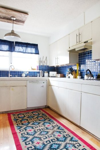 kitchen with rug - fuscia blue tiles apartment therapy