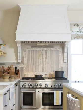 corbel under range hood -- sarah richardson