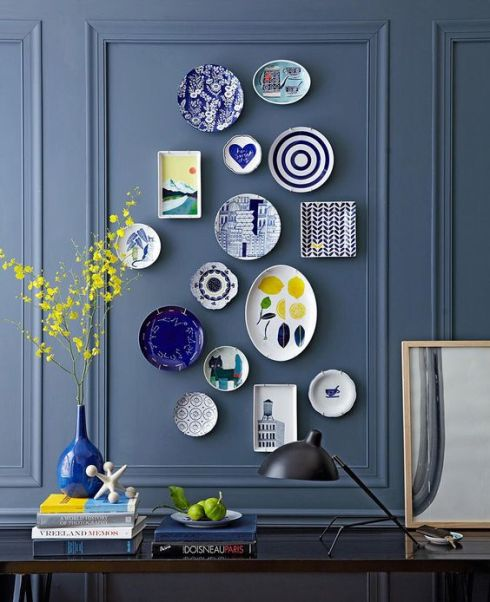 plate-wall-dark-gray-panelled-wall-with-blue-white-plates