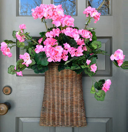basket-with-pink-geraniums
