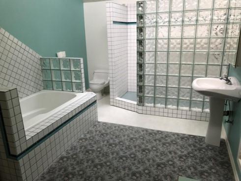 DH bathroom before