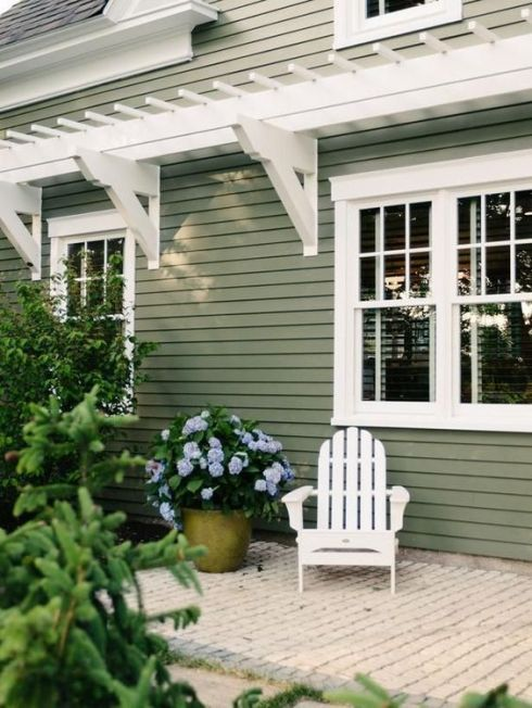 siding of green with white adirondack